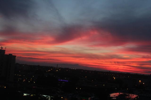 A stunning sunset in Niagara Falls