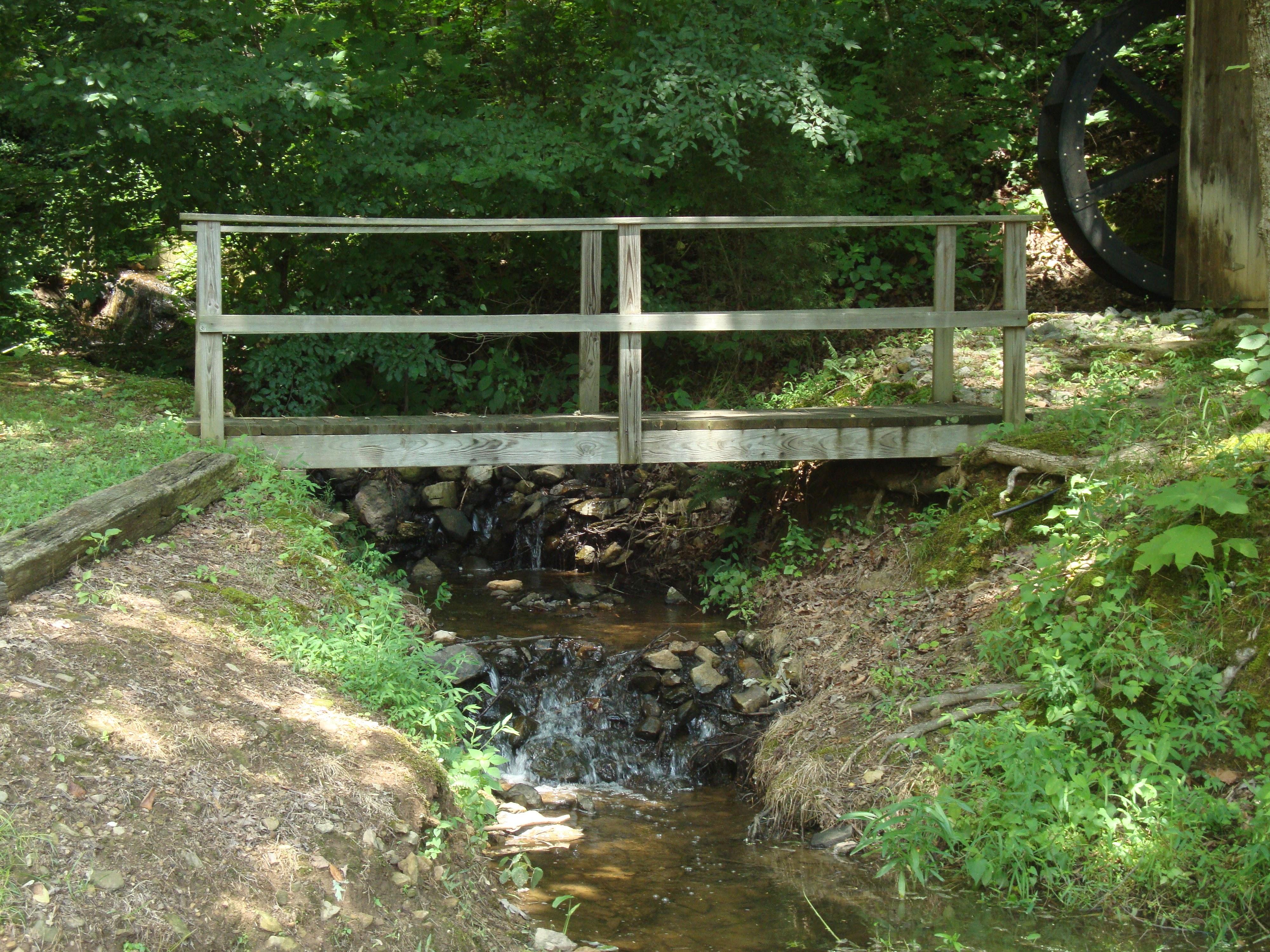 bridge-over-creek_al