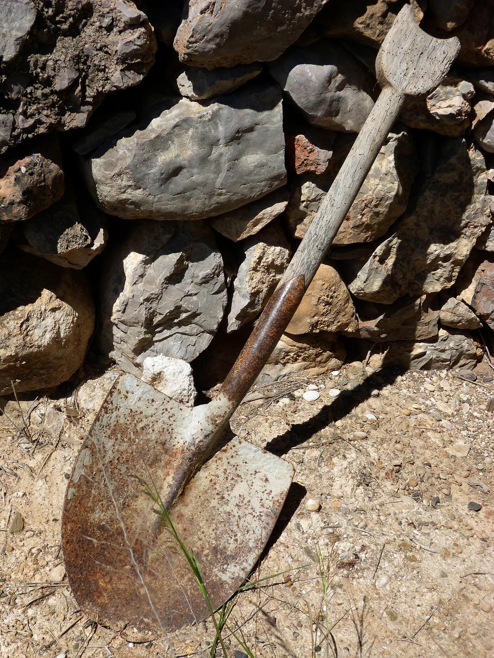 shovel-1369623_1280